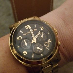 Awesome MICHAEL KORS Gold/Black Watch